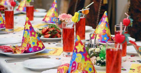 Как украсить стол на день рождения своими руками фото