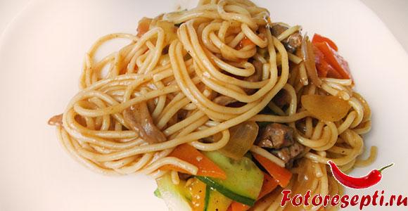 лапша по азиатски с говядиной и овощами