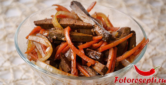 салат с морковью и печенью
