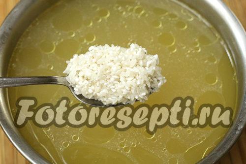 в бульон выложить рис