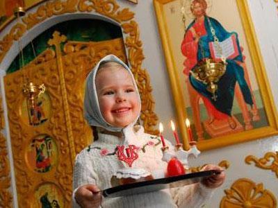 ребенок со свечами