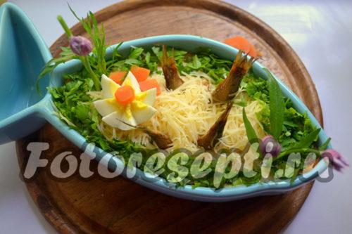 украсить салат шпротами