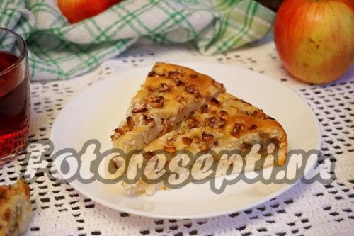 нарезать шарлотку с яблоками