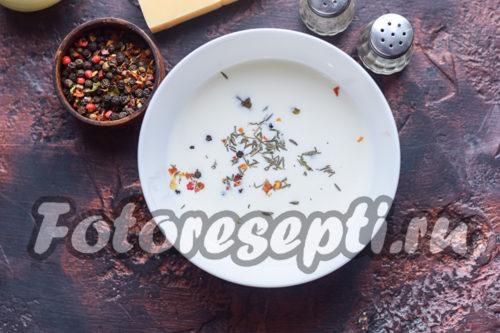 смешиваем соль, специи, сливки