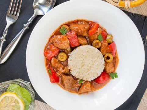 Свинина по-испански со сладким перцем и оливками