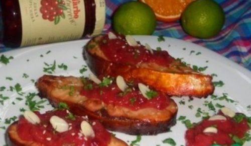 Стейки из толстолобика под брусничным соусом D'arbo