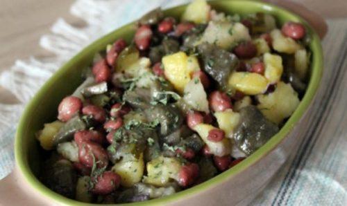Салат с фасолью и маслятами