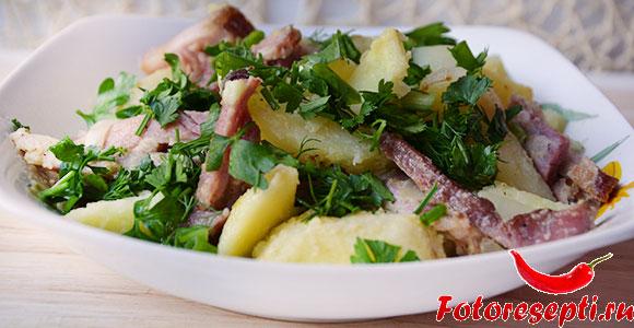 салат с картошкой и беконом