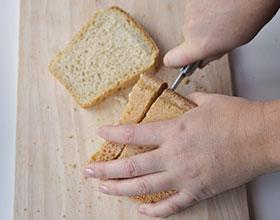 хлеб нарезать