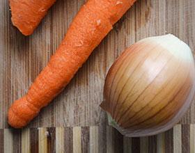 морковь и лук мытые