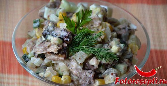 салат с консервированной рыбой и огурцом