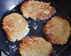 жареные картофельные оладьи