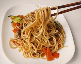 лапша азиатская с соевым соусом