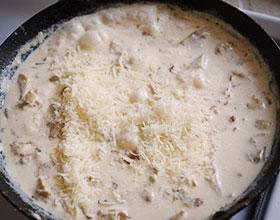 сыр в грибной подливе