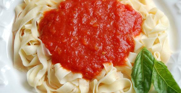 томатный соус и спагетти