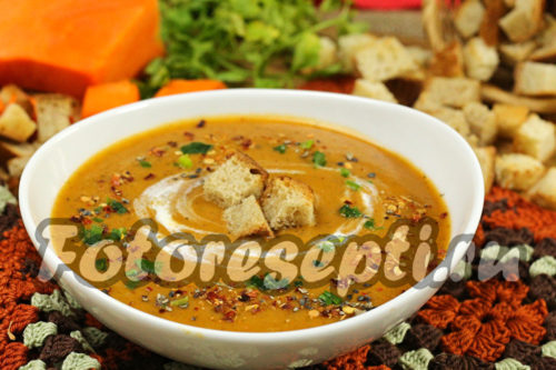 Суп-пюре из тыквы с грибами и сливками