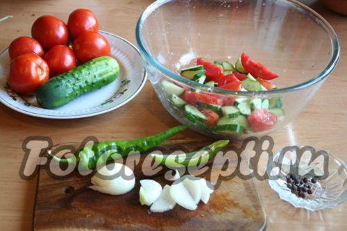 поместить овощи в емкость