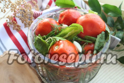 Простерилизовать маринованные помидоры