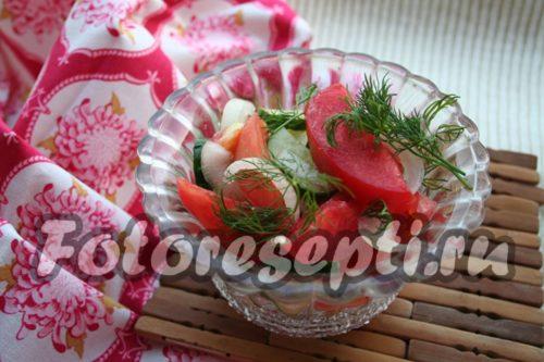 Готовое маринованное ассорти из помидоров и огурцов