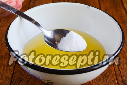 всыпать сахар в ананасовый сок