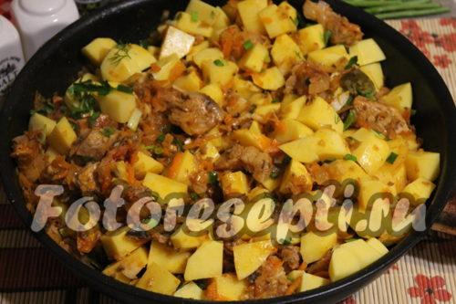 к мясу и вешенкам добавить картофель