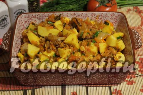 картофель с мясом переложить в форму для запекания