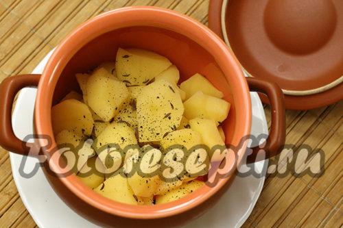 в горшочек выложить картофель