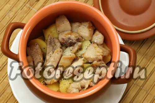 в горшочек выложить курицу
