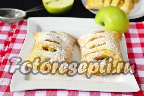 готовые слойки с яблоками