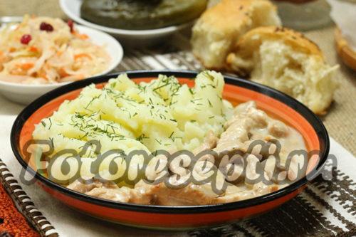 Бефстроганов из свинины в сметанно-луковом соусе, рецепт