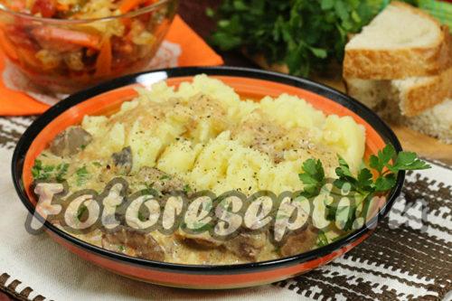Куриная печенка с грибами в сырно-сметанном соусе , рецепт