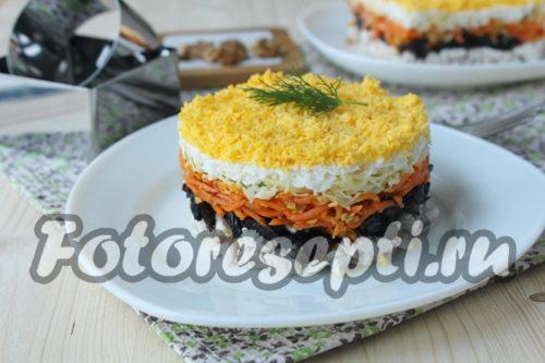 """Салат """"Марсель"""" с филе курицы, черносливом и корейской морковью"""