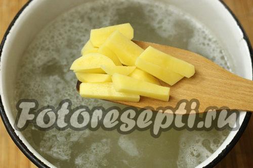 добавить в бульон картофель
