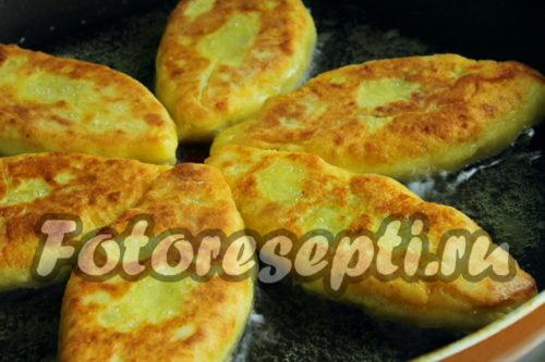 обжарить картофельные зразы с грибами