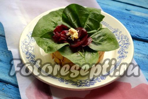 Салат с курицей и грибами «Фиалка»