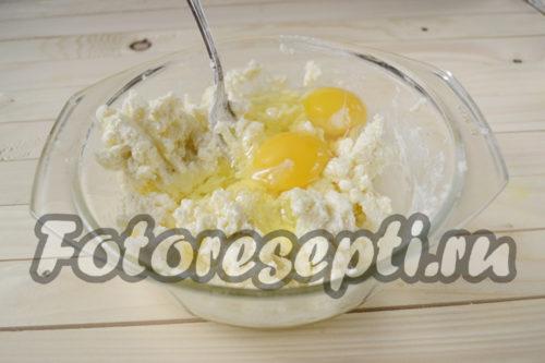 добавить к маргарину яйца