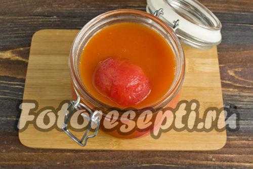 залить помидоры томатным пюре