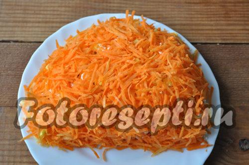выложить тертую морковь