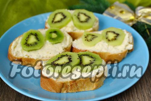 Бутерброды с киви и чесноком