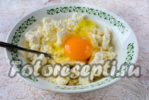 добавляем яйцо