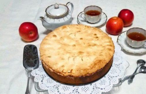 Рождественский пирог с яблоками, творогом и меренги