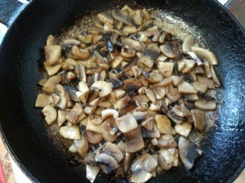 Поджариваем грибы