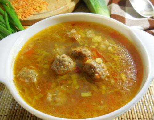 Чечевичный суп с фрикадельками и рисом