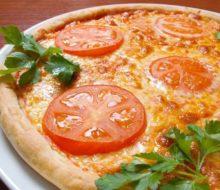 Пицца из слоеного бездрожжевого теста в духовке